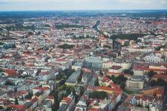 柏林鸟瞰图有地平线和风景的在城市之外,德国,看见从电视塔观察台  免版税图库摄影