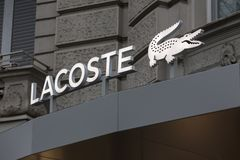 柏林,布兰登堡/德国- 23 12 18:lacoste签到柏林德国 免版税库存图片