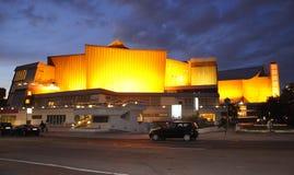 柏林,德国威严27 :世界的文化议院从柏林的夜在德国 库存照片