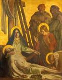 柏林,德国, 2017年2月- 16日:在金属片的油漆耶稣埋葬在教会圣马修里 库存照片