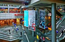 柏林,德国-中央火车站,内部大厅 图库摄影