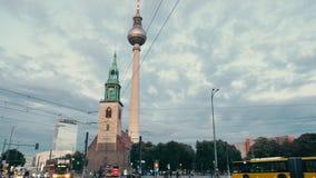 柏林,德国- 2018年10月:都市风景在柏林的中心 街道,汽车通行,电视塔背景,地标  影视素材