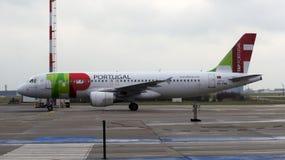 柏林,德国- 2015年1月17日, :从葡萄牙航空公司的空中客车A320在机场Schoenefeld SXF 图库摄影