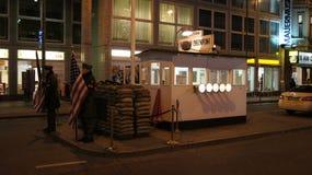 柏林,德国- 2015年1月17日, :前bordercross检查站查理在柏林 它` s最响誉的柏林围墙 免版税库存照片
