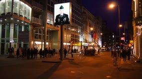 柏林,德国- 2015年1月17日, :前bordercross检查站查理在柏林 它` s最响誉的柏林围墙 库存图片