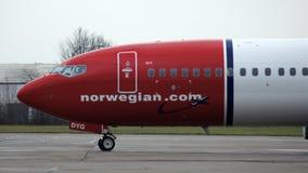 柏林,德国- 2015年1月17日, :挪威人到达门的波音737飞机在柏林Schonefeld机场SXF 免版税库存图片