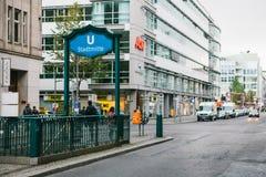 柏林,德国2018年2月15日:入口的标志对地铁的 地下地铁车站 免版税图库摄影