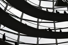 柏林,德国- 2017年12月17日:圆顶里面看法在Reichstag大厦的 免版税图库摄影