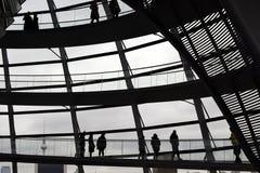 柏林,德国- 2017年12月17日:圆顶里面看法在Reichstag大厦的 免版税库存图片