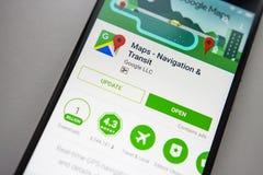 柏林,德国- 2017年11月19日:在屏幕现代智能手机的Google Maps应用在戏剧商店 谷歌apps 库存图片