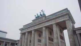 柏林,德国- 2018年11月24日:平底锅被射击勃兰登堡门在柏林 影视素材