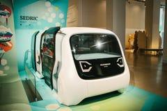 柏林,德国2018年2月15日:车展大众集团论坛 无人驾驶的汽车的一新理念从大众的 的treadled 免版税图库摄影