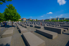 柏林,德国- 2015年6月06日:在柏林的哀伤的纪念碑欧洲的被谋杀的犹太人的,也浩劫纪念品 图库摄影