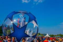 柏林,德国- 2015年6月06日:数千爱好者出席柏林olimpic体育场在UEFA冠军前 免版税图库摄影