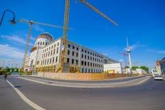 柏林,德国- 2015年6月06日:柏林市宫殿重建,历史的buiding的损伤在1945年 图库摄影