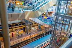 柏林,德国- 2015年6月06日:柏林的中央火车站,在灰色颜色的现代建筑学 库存照片