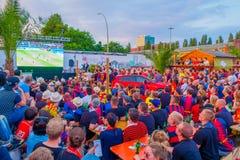 柏林,德国- 2015年6月06日:巴塞罗那队在柏林扇动支持他们的队在体育场外面 决赛 免版税库存照片