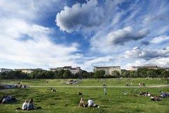 业余时间在Gorlitzer公园柏林德国 库存照片