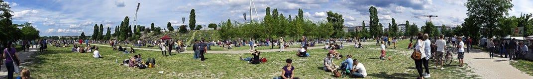 Mauerpark出逃市场星期天全景 免版税图库摄影