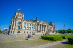 柏林,德国- 2015年6月06日:Reichstag历史buiding在柏林的中心到tiergarten区域里 库存照片