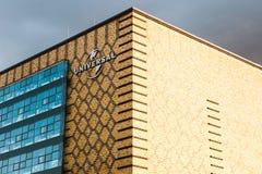 柏林, 2017年10月03日:在普遍音乐办公室的大厦的一个标志柏林` s东部口岸疆土的  图库摄影