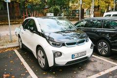 柏林, 2017年10月2日:电车在充电的电动车的一个特别地方被充电 现代和 免版税图库摄影