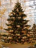 柏林, 12月18日。圣诞节装饰购物中心在柏林 免版税库存图片