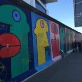 柏林围墙德国街道画 库存图片