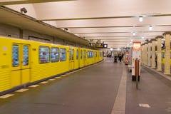柏林- 2016年10月20日:Klosterstrasse地铁St的人们 库存照片