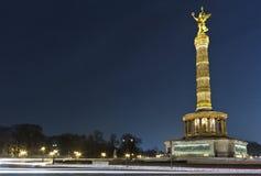 柏林Siegessaule在晚上 库存图片