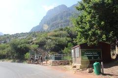 柏油路和情报中心外部桌山国家公园在开普敦,南非外面 图库摄影