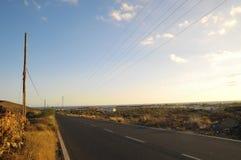柏油路在沙漠 免版税库存照片