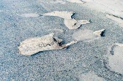 柏油路的坑洼 免版税库存图片