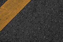 黑柏油路纹理线黄色 免版税库存图片