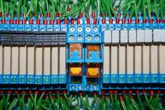 某一电气继电器在架置盘区登上 在基地或插口插入的中转 行业背景 库存照片