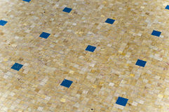 某个蓝色长方形塑造黄色花叶病 库存图片