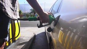 某人换装燃料汽车 影视素材