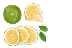 柑橘糖果或Pomelit,与在与拷贝空间的白色背景隔绝的叶子的oroblanco您的文本的 顶视图 免版税库存图片