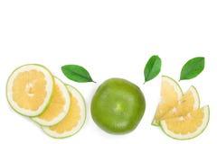 柑橘糖果或Pomelit,与在与拷贝空间的白色背景隔绝的叶子的oroblanco您的文本的 顶视图 免版税库存照片