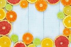 柑橘水果柠檬石灰桔子 桔子、石灰、葡萄柚、蜜桔和柠檬 图库摄影