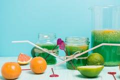 柑橘水果柠檬石灰桔子 桔子、石灰和柠檬 免版税图库摄影