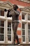 染色吹笛者雕象 免版税库存照片
