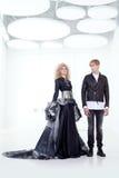 染黑减速火箭夫妇女装设计未来派的haute 免版税库存照片