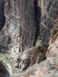 染黑峡谷峭壁坚固性科罗拉多的gunnison 图库摄影