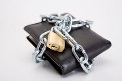 染黑锁着的钱包 图库摄影