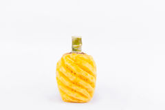 染黄在白色背景健康菠萝果子食物的被剥皮的菠萝 图库摄影