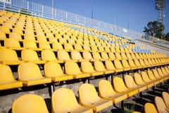 染黄椅子 库存图片