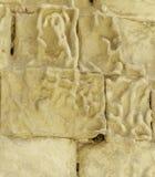 柔和曲调关闭了有白色calcareus雕刻的历史的自然石灰石块墙壁在西西里岛意大利 免版税库存照片