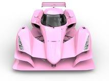 柔和的桃红色超级体育赛跑车的正面图特写镜头射击 库存例证