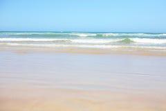 柔和的淡色彩在海洋塔斯马尼亚岛挥动 库存图片